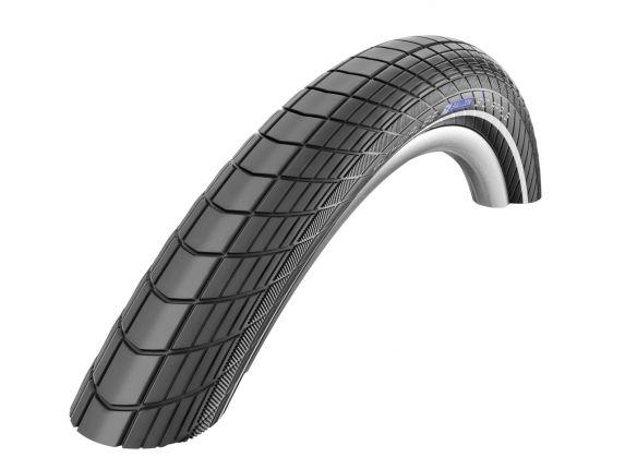 """<strong>O anvelopa pentru bicicleta</strong> bine aleasa ofera stabilitate bicicletei indiferent de traseul care urmeaza sa fie parcurs.</p><p><strong>Anvelopa pentru bicicleta</strong> are cateva marimi obligatorii : diametrul anvelopei si grosimea anvelopei . Pentru acelasi diametru corespund diferite grosimi ale anvelopei , dar importante in alegerea grosimii sunt celelalte accesorii ( de exemplu aparatorile de noroi ).</p><p><strong>Anvelopa Schwalbe Big Apple</strong>, pentru bicicleta mtb sau biciclete de oras cu marimea rotii de 28"""" si grosimea de 2.15.</p><p><strong>Aceasta anvelopa</strong> are un sistem built-in arc pe aer care confera un pedalat confortabil .</p><p><strong>Datorita balonajului mare ,</strong> anvelopa se poate folosi in mai multe stiluri de drum.</p><p><strong>Este prevazuta</strong> cu protectie anti-pana si elemente flourescente pe marginea ei.</p><p><strong>Apretabila si la biciclete electrice (e-bike) cu viteza maxima de 25km/h</strong></p><p><strong>&nbsp;</strong></p><p>&nbsp;</p><p>&nbsp;"""