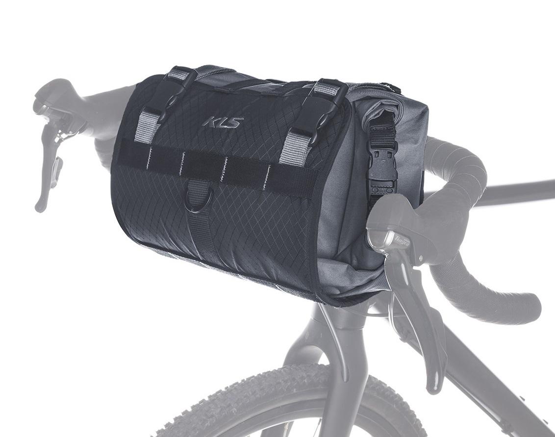 """<strong>Borseta ghidon KLS Aura</strong> este una dintre cele trei genti pentru bicicleta care se completeaza reciproc si demonstreaza faptul ca balanta incarcaturii bicicletei are un motiv.</p><p><strong>Celelalte doua genti bicicleta din set</strong> se numesc borseta cadru KLS Maya si borseta sa KLS Tanaya.</p><p><strong>In timpul unei tura Kellys Aura</strong> poate transporta pana la 9 litri de sarcina pe ghidon.</p><p><span lang=""""ro""""><strong>Elementul de constructie si impermeabilitatea sacului interior cu inchidere prin rola de top</strong> este potrivit si pentru ambalarea sacului de dormit.</span></p><p><span lang=""""ro""""><strong>Geanta pentru ghidon Kelllys KLS Aura</strong> are urmatoarele caracteristici:</span></p><p><span lang=""""ro""""><strong>Material:</strong>&nbsp;600D polyester/Nylon 1200D rezistent la apa</span></p><p><span lang=""""ro""""><strong>Volum:</strong> 9 litri</span></p><p><span lang=""""ro""""><strong>Dimensiuni:</strong> latime&nbsp;66cm/ inaltime 37cm/ adancime 10cm</span></p><p><span lang=""""ro""""><strong>Se monteaza:</strong> prin curea Velcro compatibil cu orice tip de ghidon</span></p><p><span lang=""""ro""""><strong>Accesorii:</strong> benzi reflectorizante 3M</span>"""